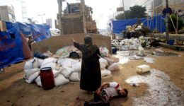 An-Egyptian-woman-tries-to-stop-a-military-bulldozer-from-hurting-a-wounded-youth-1170x780